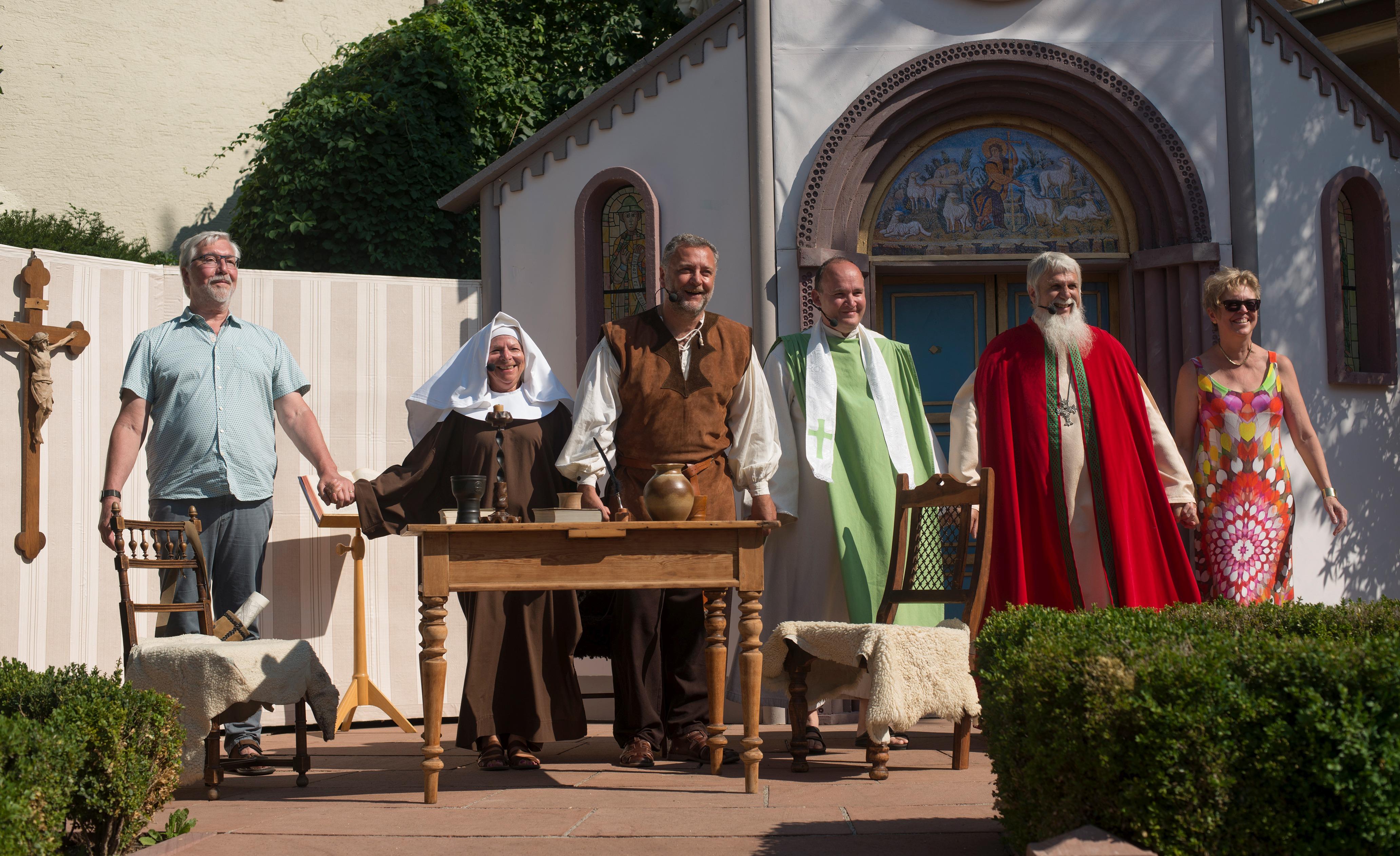 """Aufführung des Szenenspiels """"Erste urkundliche Erwähnung von Hetenesheim"""" beim """"Dorffeschd"""" im Juli. Foto: Martin Kemmet"""
