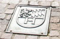 Rathaus Wappen am Brunnen