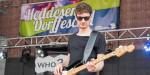 Heddesema Dorffeschd –Mann mit Gitarre auf Bühne
