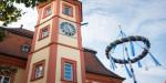 Turm des Alten Rathaus und Kranz des Kerwebaums