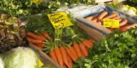 Angebot des Wochenmarktes in Form von Gemüse