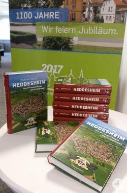 """Ortschronik """"Heddesheim. Von der Vorgeschichte bis zur Gegenwart"""". Titelbild der Ortschronik."""