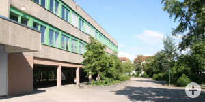 Fassade mit Fenstern der Karl-Drais-Schule