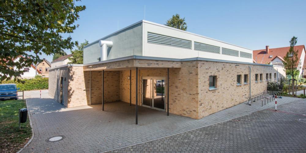 Eingangsbereich der Turnhalle der Hans-Thoma-Grundschule